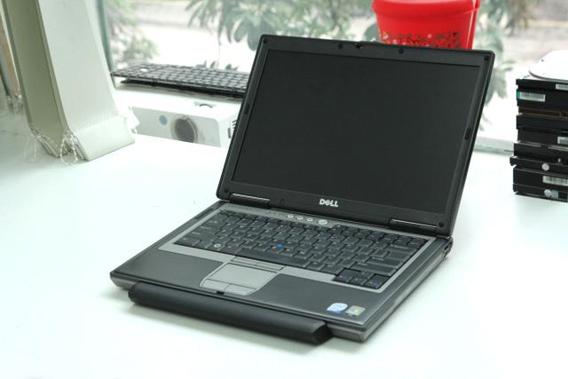Máy Dell Latitude D620 D630 D631 hư card màn hình sọc hình - 1
