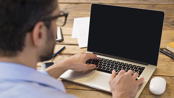 Máy laptop có nguồn không hình - 1