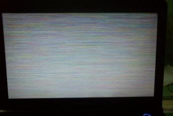 Laptop đứt cable VGA, màn hình bị nhiễu, điểm chết