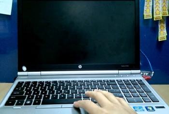 Máy laptop có nguồn không hình